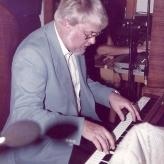 En koncentreret pianist...