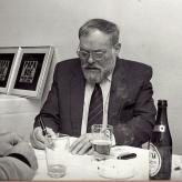 Arne Bue signer 30-års jubilæumsplade