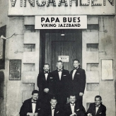 Papa Bue 1968 foran Restaurant Vingården